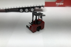 Truckmo_Modellbau_Modelle_Herpa_Mitnahmestapler_Heckstapler_Stapler_076784_Schmitz_Gardinenplanenauflieger14